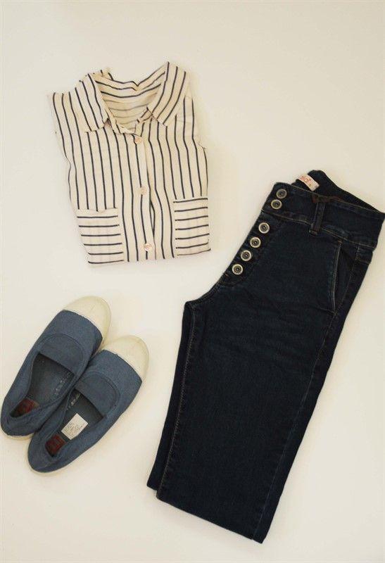 נעלי בנסימון ג'ינס חולצת פסים חנות קיבוץ טירת צבי סטודיו בורנשטיין דרור שדה אחינעם לוי
