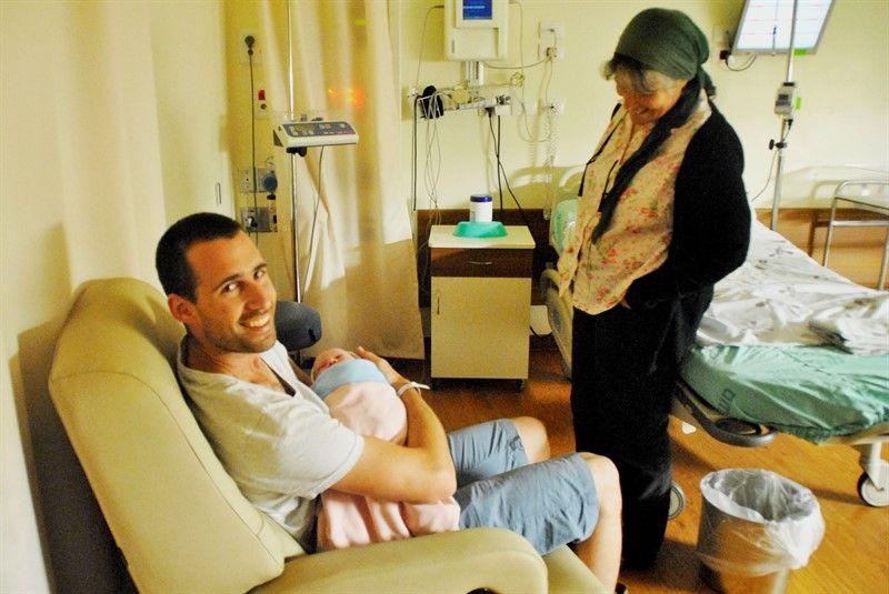סיפור לידה קיסרית ניתוח קיסרי תינוק ילד הנקה בלוג הצד שלה בורנשטיין דרור שדה אחינעם לוי חנות טירת צבי קיבוץ
